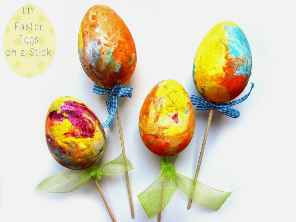 Φτιάχνουμε Χρωματιστα Πασχαλινά Αυγα σε Ξυλακι!